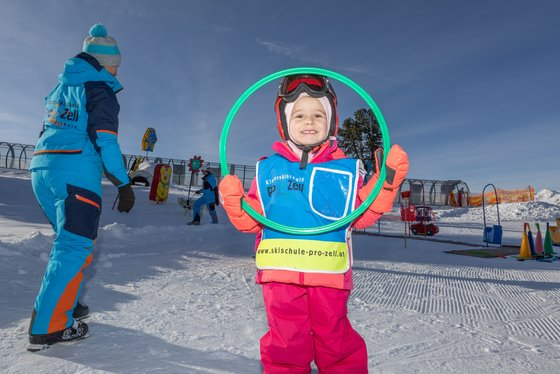 Playfully learning to ski at Skischule Pro Zell